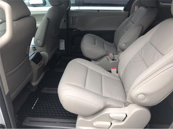 18款丰田塞纳七座商务 豪华科技显实力