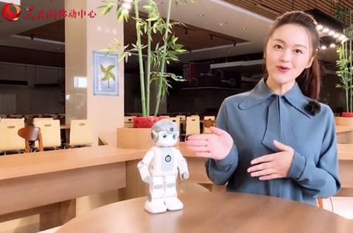 """优必选悟空机器人做客人民网 AI赋能""""两会""""引热议"""
